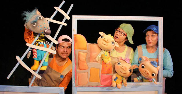 """""""Трите прасенца""""-спектакъл за деца"""