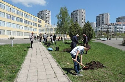 "Students participated in an eco campaign for planting of young trees in Primary school ""Anton Strashimirov"""